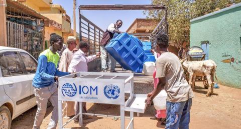 IOM Provides 20 handwashing facilities for homeless person in Khartoum.